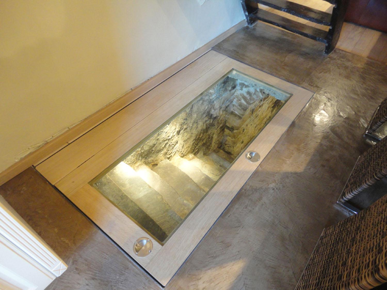 trappe acc s cave vin architecte d 39 int rieur wallonie. Black Bedroom Furniture Sets. Home Design Ideas