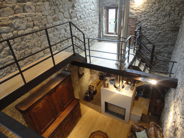 Vue vers l 39 entr e et le foyer bois architecte d for Foyer interieur bois